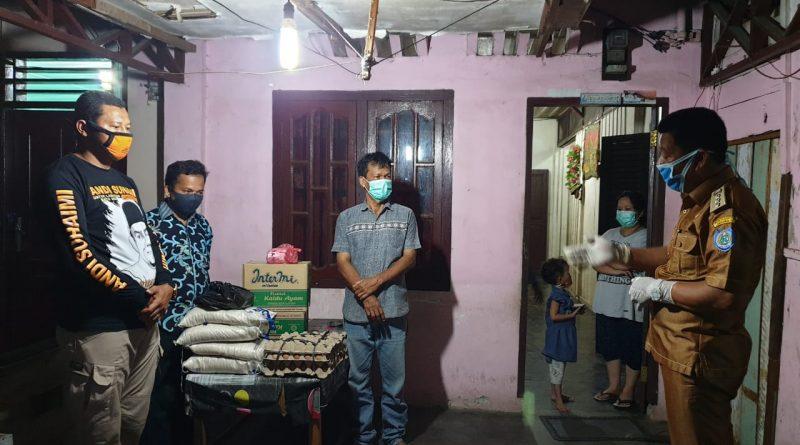 Camat Rantau Utara Memberi Bantuan Kepada Warga Jalan Padi Lingkungan Setia Kelurahan Padang Bulan Buseronlinenews
