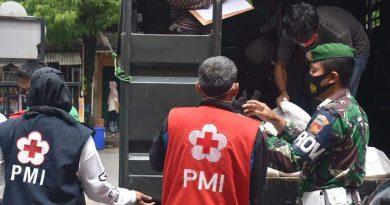 Kodim 0716/Demak Bantu PMI Distribusikan Bantuan Kemanusiaan Di Desa Sidorejo Sayung