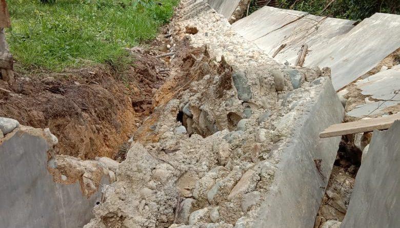 Baru Beberapa Bulan Di-PHO, Drainase DD di Desa Pulai Payung Rubuh