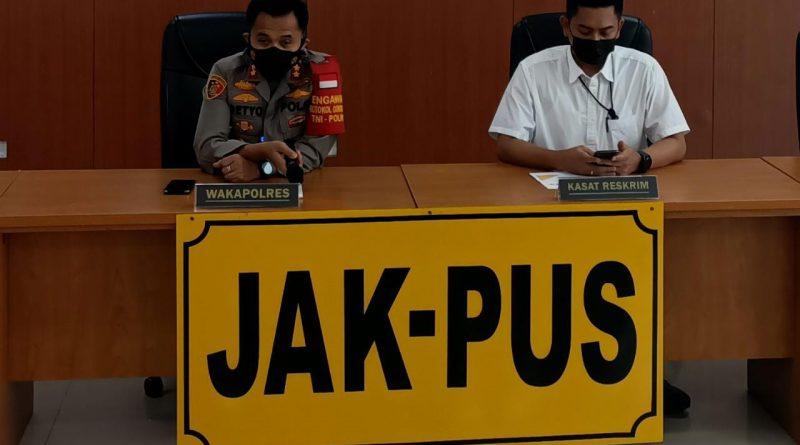 Konferensi Pers: Polres Metro Jakarta Pusat Tetapkan 6 Tersangka Kasus Pinjol